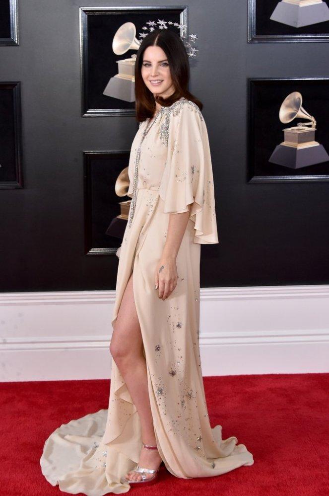 Lana-Del-Rey-Headpiece-2018-Grammys